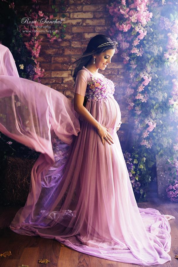 Ensaio gestitante vestidop flores com rosas
